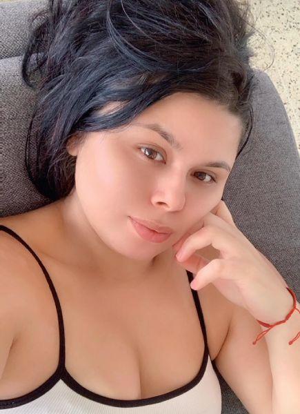 Hola me llamo Yasmín tengo 25 años soy una chica sexual super traviesa me encanta el sexo anal estoy para cumplir todas tus travesía cuento con domicilio ivoy al tuyo háblame no te arrepentirás soy buen amante